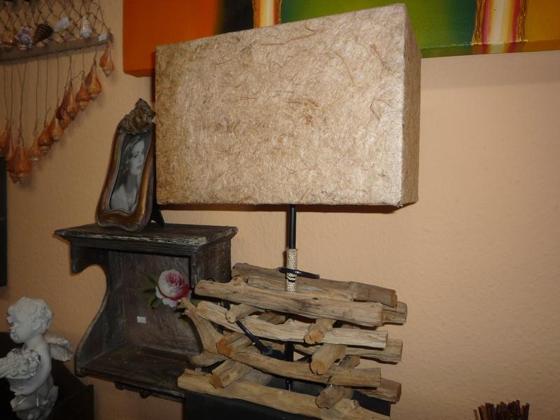 tischlampe aus treibholz und kokosfasergeflecht aus bali. Black Bedroom Furniture Sets. Home Design Ideas