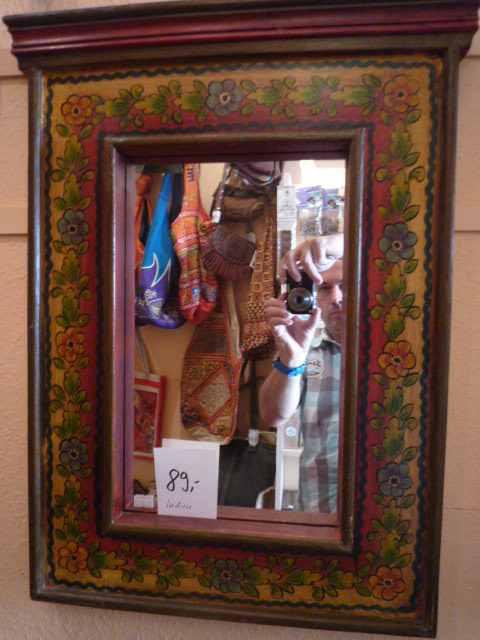 antiker handbemalter indischer spiegel. Black Bedroom Furniture Sets. Home Design Ideas